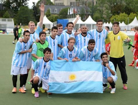 Duncan Coronel y la Selección Argentina tras ganar uno de sus partidos.