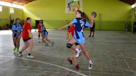 Los equipos de handball de Atlético Villa Gesell se enfrentaron a Ferro de Olavarría. Foto de www.emblemadeportivo.com.ar
