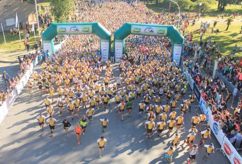Diez geselinos fueron parte de esta masa en la largada del Terma Adventure Race de Tandil..jpg