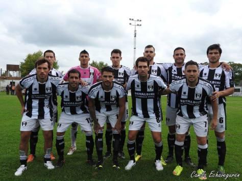El León de Madariaga, con un gol del geselino Leonel Cucurella, ganó en Las Flores y si clasifica en Madariaga será rival de Atlético. Foto Camila Echaveguren