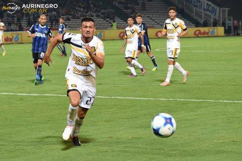 Rodrigo Caballuci, al igual que en la fecha pasada en Córdoba (foto) jugó todo el segundo tiempo. Foto Aurinegro Web