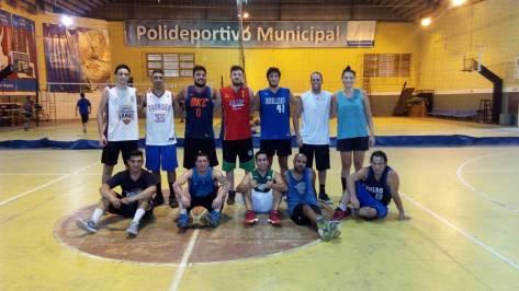 En el Polideportivo Municipal y el Club Español no importó el calor para reanudar con el básquet..jpg